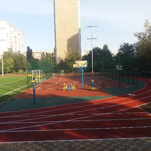 Киев, муниципальный стадион в Деснянском р-не.